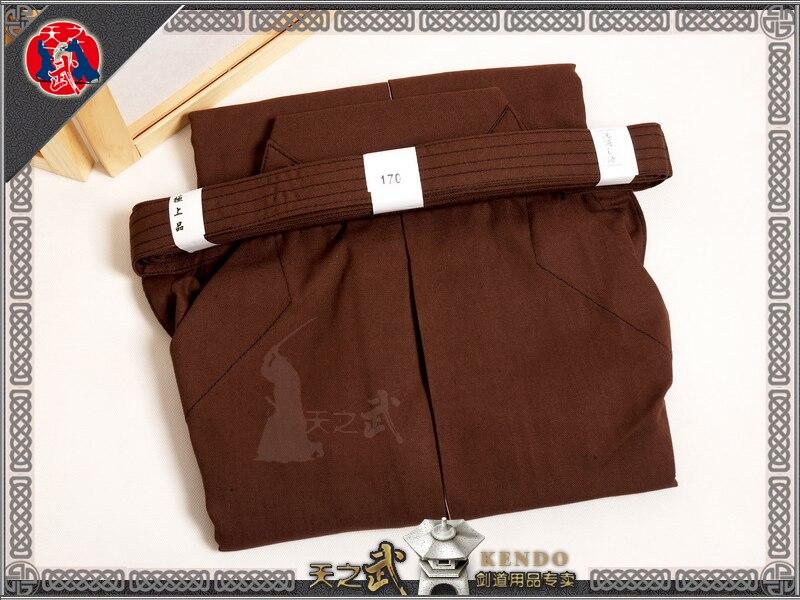 Spor ve Eğlence'ten Dövüş Sanatları'de En Kaliteli Kahverengi Kendo Iaido Aikido Hakama % 100% Pamuk Dövüş sanatları Üniforma Spor Kimono Dobok Ücretsiz Kargo