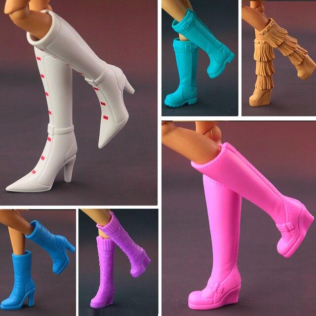 0c102f65522 2018 NOVAS Botas de Salto Alto Sapatos Para Barbie Doll Projetos Variam  Multicolor Acessórios Da Boneca