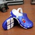 Резиновые шлепанцы детей летние дети обувь Пляж открытый обувь дышащая Мальчиков И Девочек Отверстие Обувь Не скользит сандалии тапочки