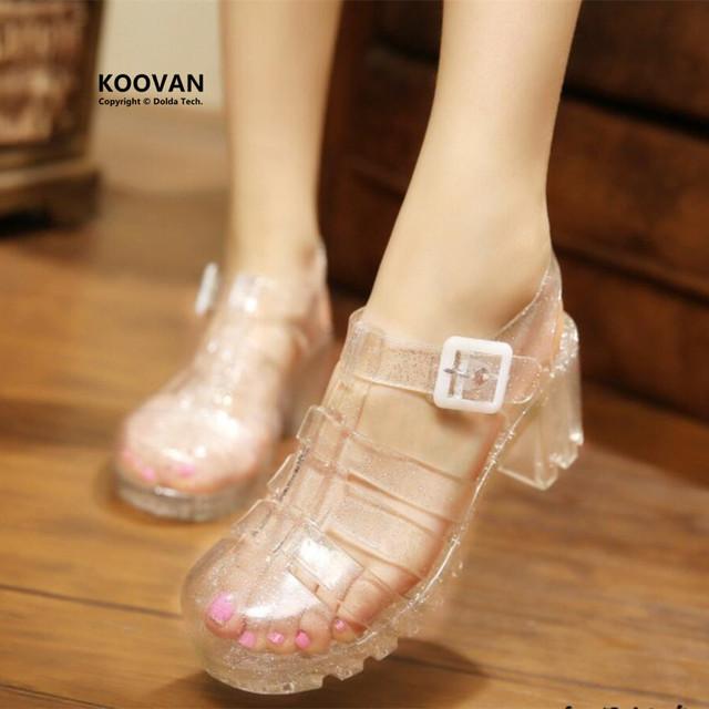 Koovan das sandálias das mulheres 2017 verão nova moda retro cristal transparente grosso mulher sandália t-roman sandálias sapatos de geléia de plástico