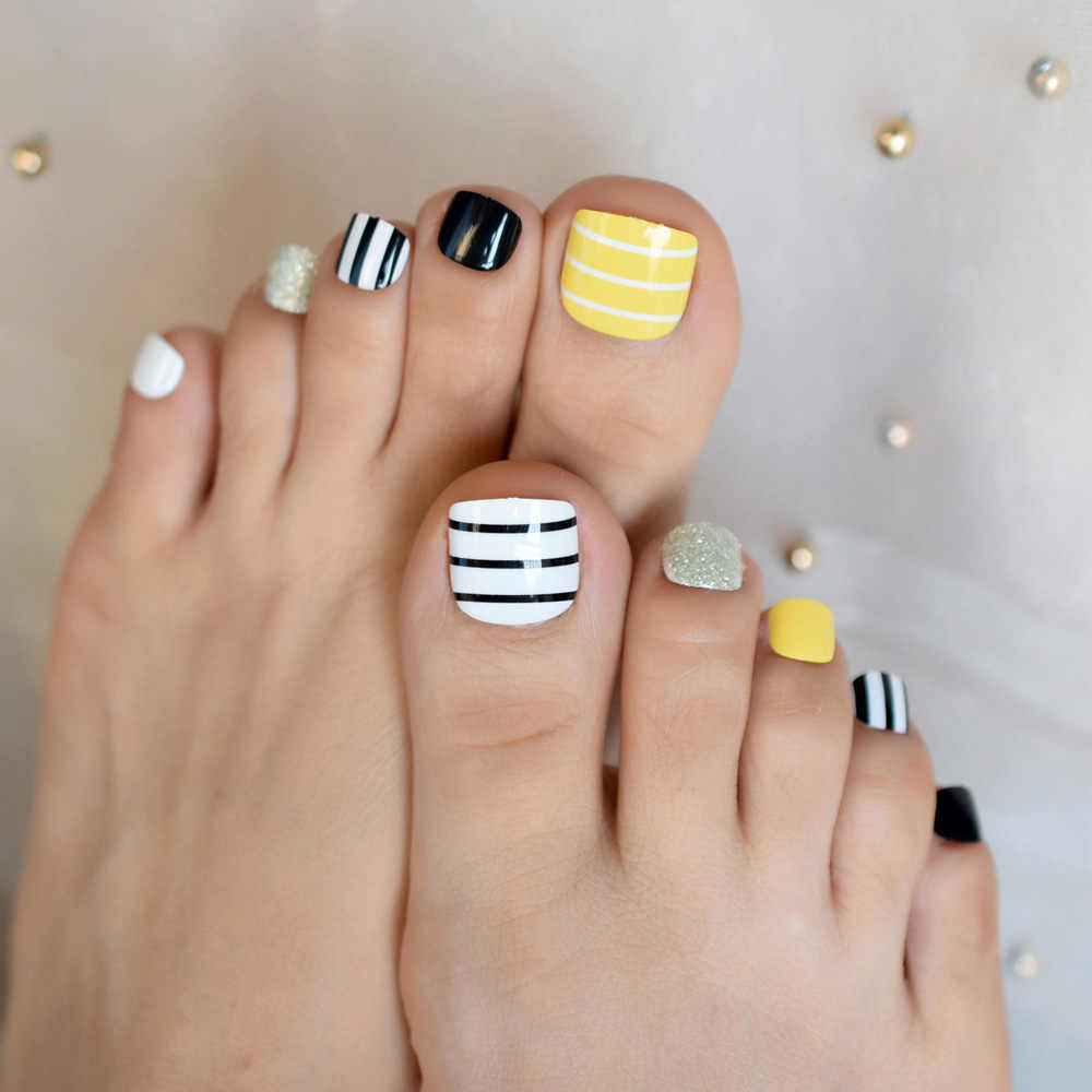 Yellow White Black Line Toe Fake Nails Silver Glitter Full Nails Art Tips for Lady Girls Toenails Press on Foot False Toe Nails