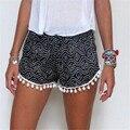 NOVO 2017 Moda Verão Mulheres Shorts Floral Pom Pom Hem Calções mid cintura elástica praia shorts casual 2 cores tamanho m l XL