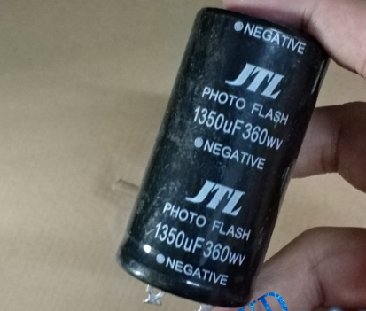 360v 1350 UF фото флэш-конденсатор 35*60 мм title=