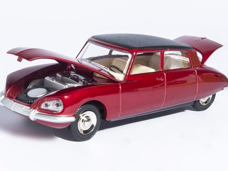 Купить с кэшбэком Dinky Toys 530 1:43 Atlas CITROEN DS 23 red Metal Alloy Diecast Car model & Toys Model for Collection