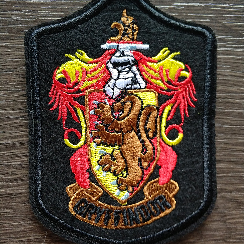 4pcs/lot Cosplay Shcool Patches Sew-on Gryffindor Slytherin Ravenclaw Hufflepuff Patches for Harri Potter Cosplay