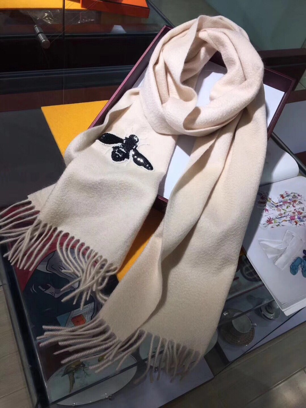 2019 New Cashmere Pearl Embroidered Bee Scarf Dual-purpose Warm Lady's Shawl In Autumn And Winter 68056