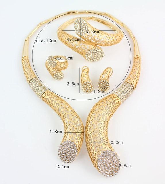 Фото комплект из колье серёг и кольца с кристаллами