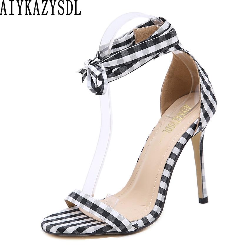 cb2c708b7 AIYKAZYSDL Mulheres Cross-Amarrado Sandálias Tira No Tornozelo de Salto Alto  Xadrez Escocês Lace Arco Saltos Stilettos Sapatos Casuais Partido Clubwear