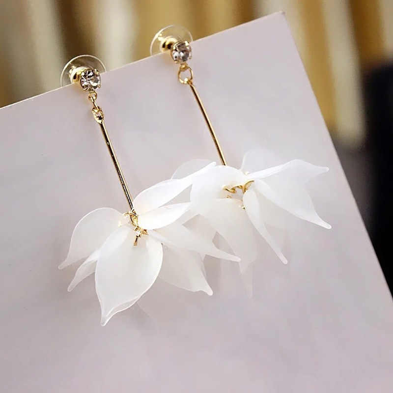 Korean Style Fashion Ladies White Flower Drop Earrings For Women Plastic Petal Leaf Dangle Earrings Girls Gifts Jewelry Brincos