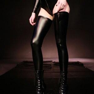 Image 5 - Seksowne kobiety Plus rozmiar lateksowe błyszczące wysokie pończochy Faux skórzane pończochy Moto Biker Club Stage Wear czarny czerwony niebieski F30