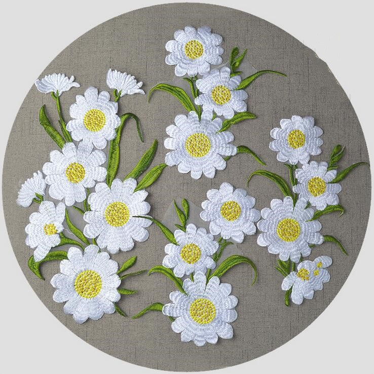 WHITE DAISY WITH LEAVES Iron On Patch Trim Fashion Flower