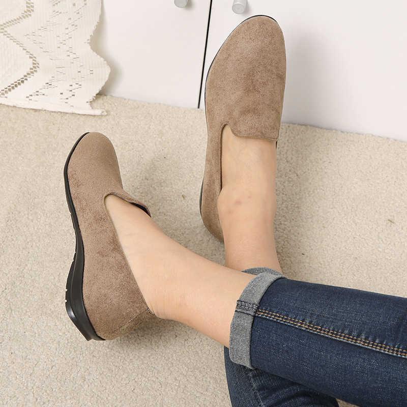 COOTELILI プラスサイズの女性フラットシューズ 2019 春スタイルのカジュアル女性のローファーフラット快適な女性の靴 40,41 、 42,43
