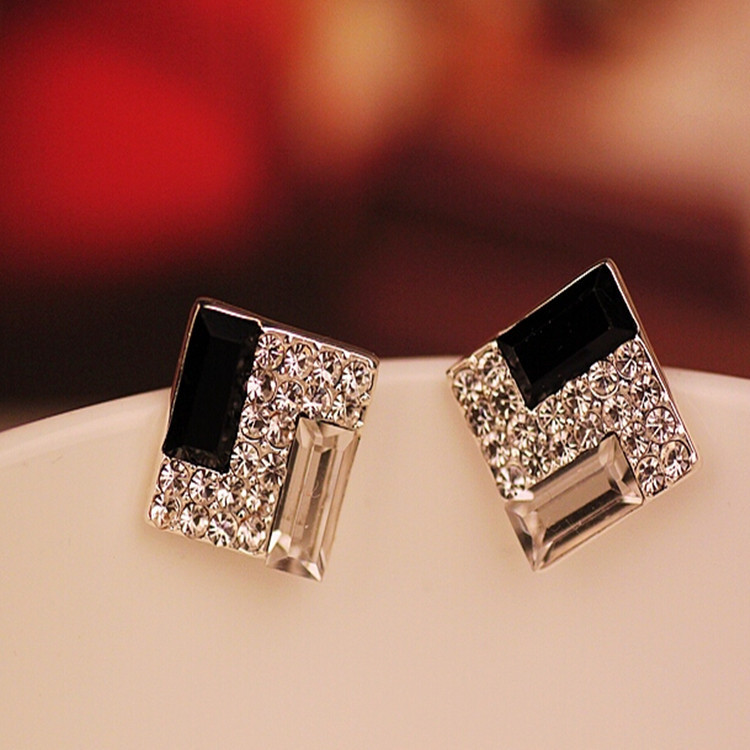 2020 New Fashion Earrings Korean Fashion Jewelry Noble Black And White Box All-match European Female Super Flash Drill Earrings