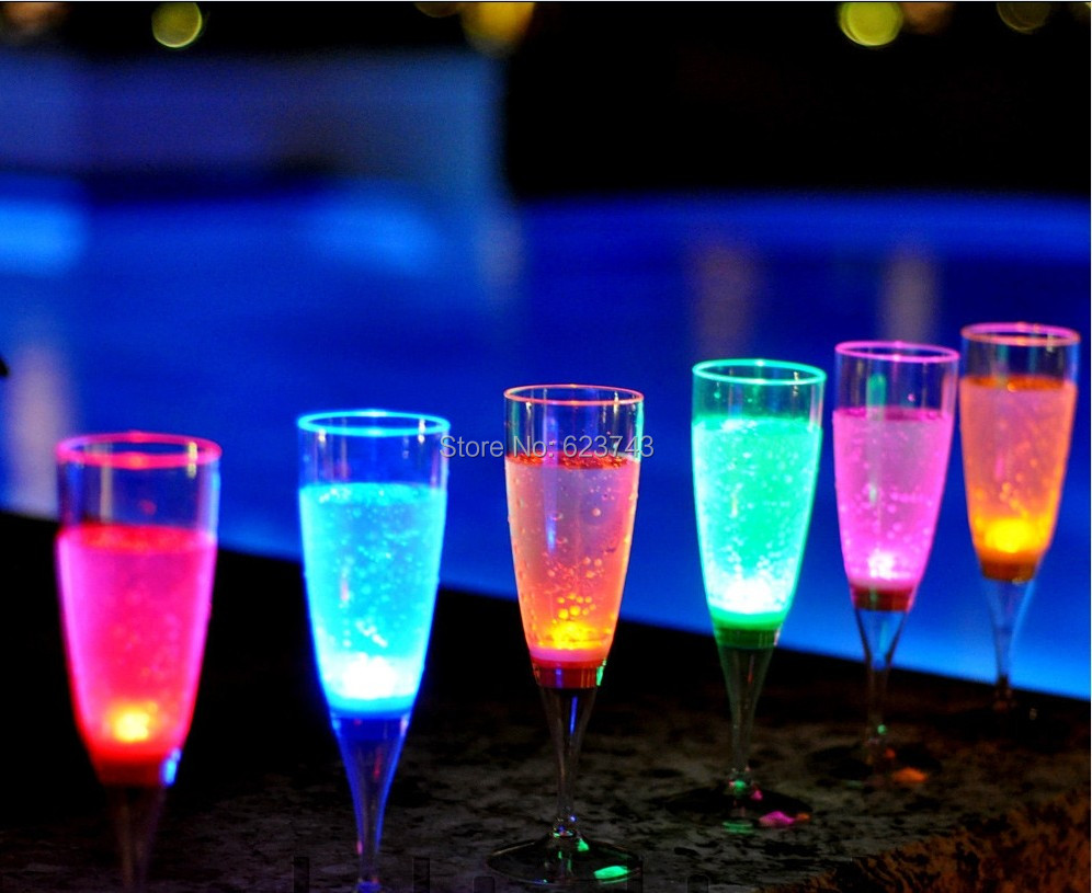 30Pcs/Lot Liquid Active Plastic LED Light Up Champagne Glass Flutes Inductive LED Flash Drink Cup Goblet For Wedding Bars Party