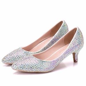 Image 2 - 크리스탈 퀸 여성 펌프 크리스탈 웨딩 신발 지적 발가락 하이힐 신발 라인 석 5 cm 일치하는 가방 신부 지갑 신발