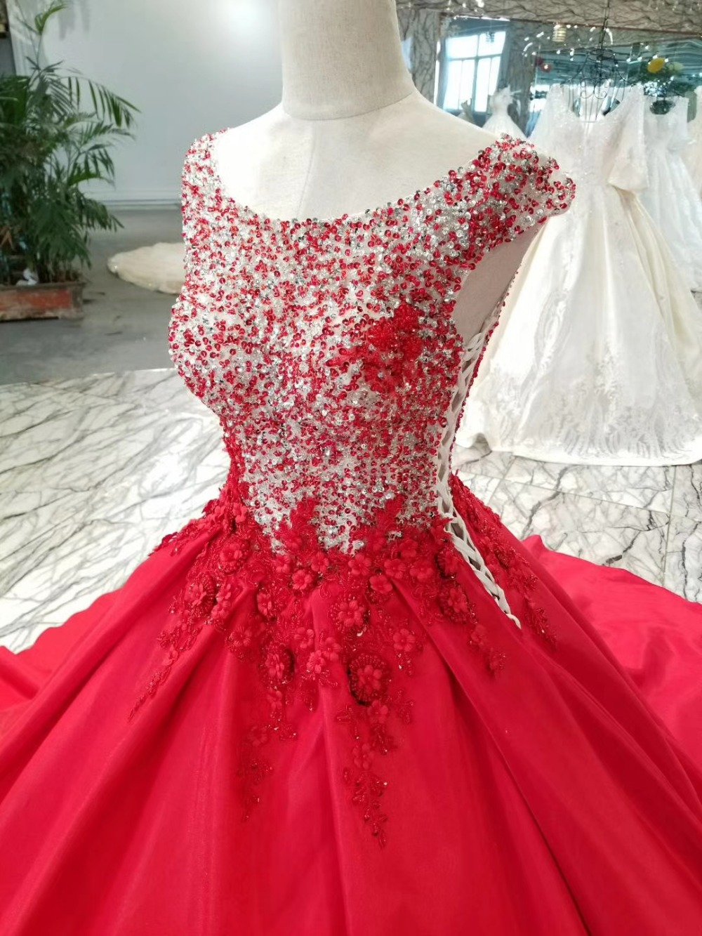 AOLANES Long Puffy Prom Dresses 2018 Elegant Ball Gown Sparkly Beaded  Backless Lace UP Girl Red Tulle Prom Dress For Party-in Prom Dresses from  Weddings ... c9c0f45253fd