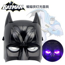 2019 vender como bolos quentes Batman máscara luminosa Luminosa brinquedo Batman reality show adereços Halloween trajes Do Feriado presentes 22 CM * 19 cm(China)