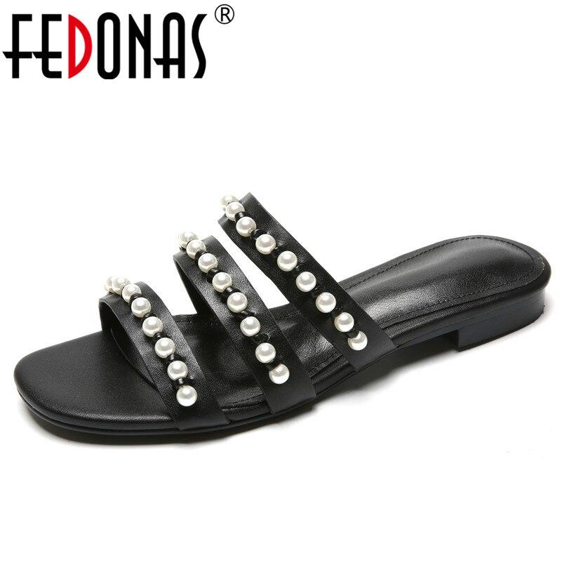 FEDONAS 2019 lato nowa klasyczna moda słodkie kobiety sandały z naturalnej skóry perła dekoracji wysokie obcasy stałe buty w stylu casual kobieta w Niskie obcasy od Buty na  Grupa 1