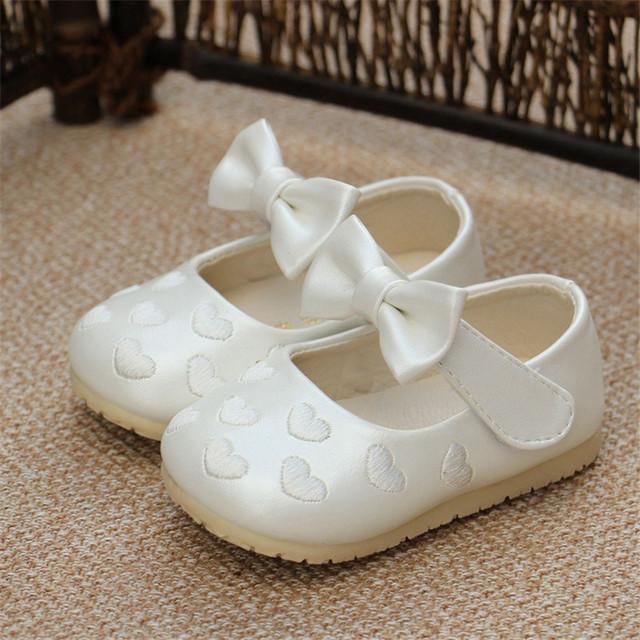2016 Nuevo Bebé de La Manera Zapatos de Las Muchachas Antideslizante Toddlers Infantil Niños Niños Lindos de la Mariposa-nudo Ocio Zapatos Primeros Caminante