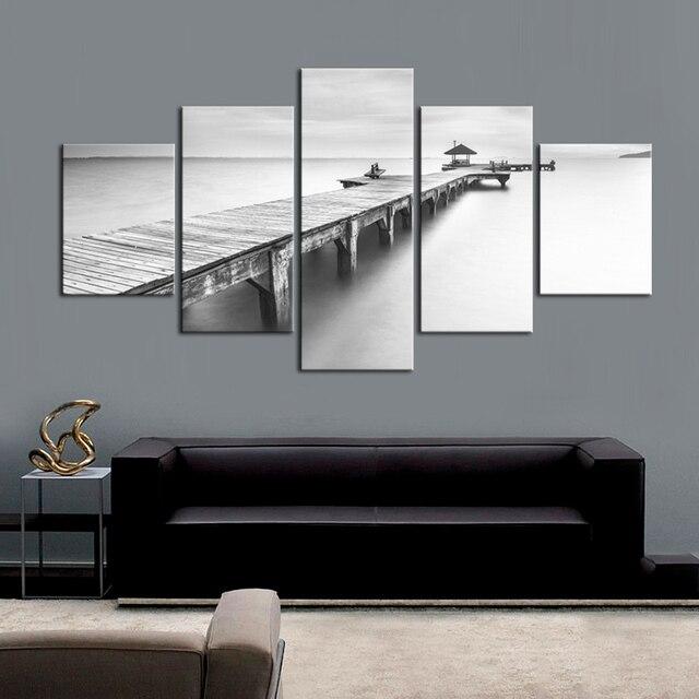 https://ae01.alicdn.com/kf/HTB1yeUwaioaPuJjSsplq6zg7XXaf/5-Panel-Grijs-Pier-Muur-Schilderkunst-zwart-wit-Sea-View-Doek-Artwork-Pics-voor-Woonkamer-Slaapkamer.jpg_640x640.jpg