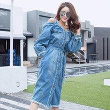 Весенне-осеннее женское джинсовое платье без бретелек с открытыми плечами