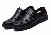 2017 Verano Sandalias de cuero Genuino de la Marca Nuevos Hombres de La Manera Marrón/Negro Hombres de Cuero Suave Pisos inferiores Zapatos Papá informal sandalias