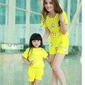 Roupas família define 2014 nova verão viagem flores silvestres t-shirt + Shorts 2 PCS set mãe e filha set meninas roupas