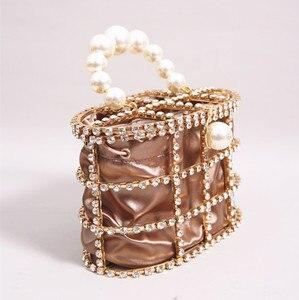 Image 2 - יוקרה יהלומי תיק נשים אופנה מעצב מצמד ערב תיק חרוז פנינים למעלה ידית תיק Busket כלוב צורת המפלגה תיק