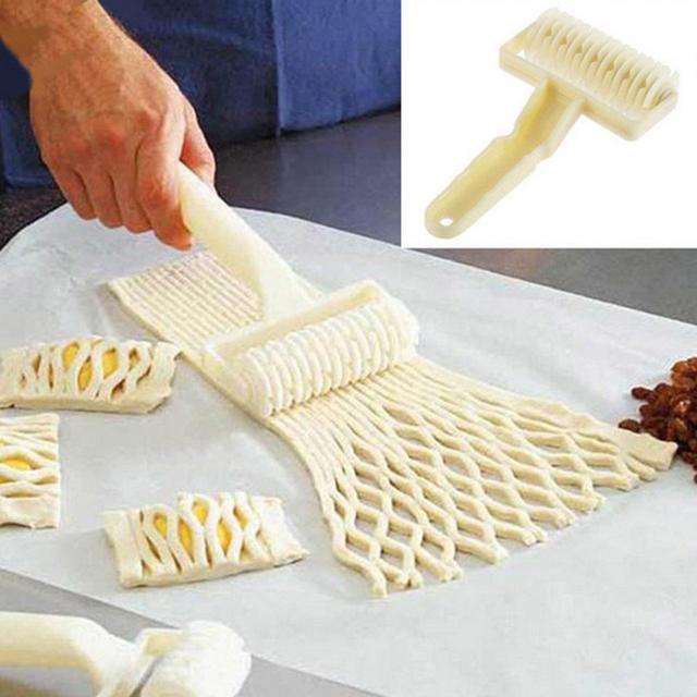 1 piece plastic netting roller knife 19.4*19.4*4.5cm