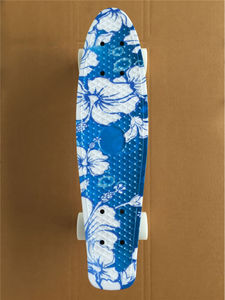 Image 2 - Mini Tabla de Skate completa de 22 pulgadas con patrón de flores blancas para que niña y niño disfruten del Mini cohete de skateboarding