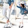 Otoño de Los Niños Muchachas de Los Pantalones Agujero Blanco Delgado Pies Pantalones Niños Mediados de Cintura Elástica Pantalones Vaqueros Flacos de La Novedad Luz de Lavado p050