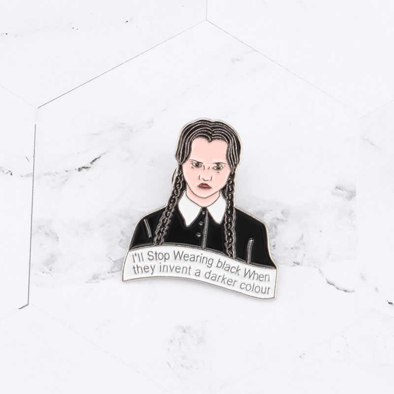 Creativo Ragazza Punk Spille Spilli Addams Famiglia Mercoledì Addams Dello Smalto Giacca Bottone Della Camicia Distintivo Scuro Goth Risvolto del Regalo Dei Monili