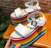 Carpaton/Новинка; Летние босоножки на танкетке с радужной платформой; пикантные женские туфли с открытым носком и ремешком на щиколотке; кожаны