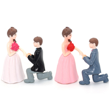 Lovers Figures Miniatures Fairy Garden Resin Ornaments Figurine Micro Landscape Decoration Small Gift for Wedding Couples