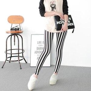Image 3 - Schwarz und Weiß Vertikale Gestreiften Gedruckt Frauen Leggings Mode Casual Elastizität Knöchel Länge Hose Weibliche Fitnes Legging