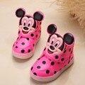 2017 de alta calidad las muchachas del muchacho botas ventas encantador caliente de la iluminación led lindo bebé shoes coo estilo de dibujos animados divertido del bebé zapatillas de deporte
