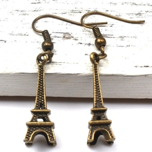New Fashion 2019 Mini Eiffel Tower Alloy Earrings Vintage Bronze Silver Charm Men Women Gift Souvenir