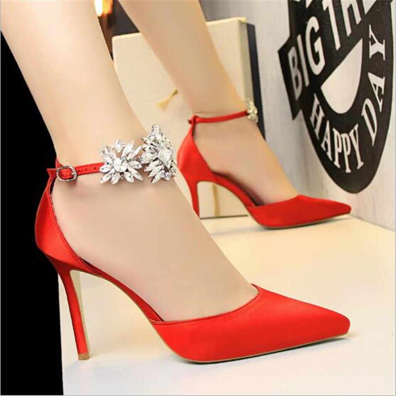 Donne di lusso di alta qualità pattini del fiore cyrstal strass da sposa in raso damigella d'onore scarpe da donna pompe ad alta tacchi a spillo