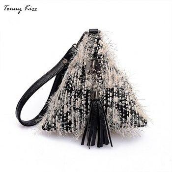6e6bdbc98a812 Tonny Kizz üçgen kürk debriyaj kadın çanta tasarımcısı bayan çanta  torbaları tüylü püskül ekose geometrik bileklik bolso mujer