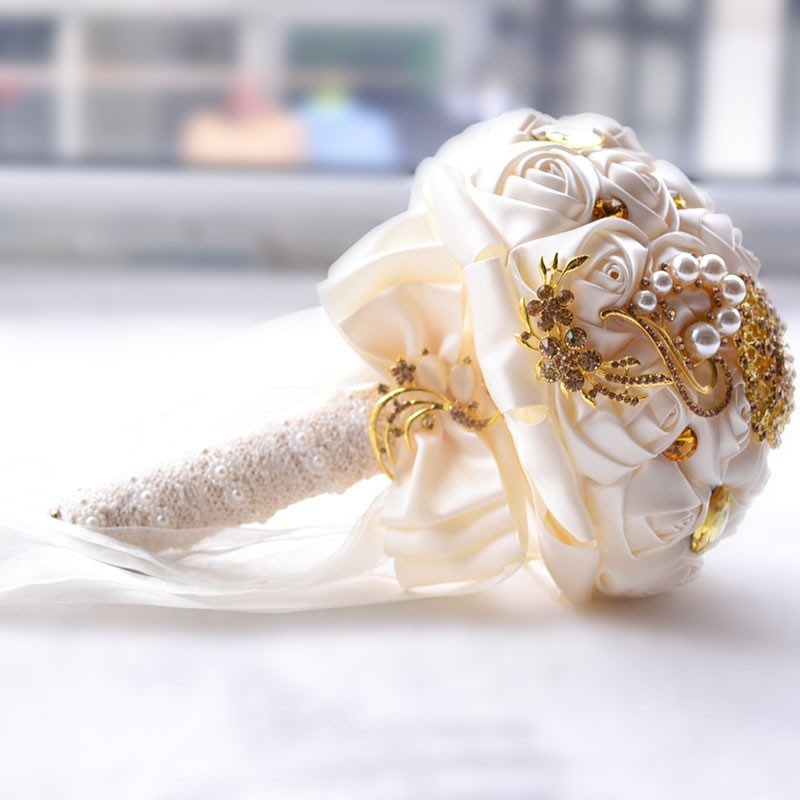 Hot-Gorgeous-Gold-Brooches-Wedding-Bouquet-Silk-Roses-Bridal-Bouquet-Rhinestones-Colorful-Bride-s-Bouquet-with (2)