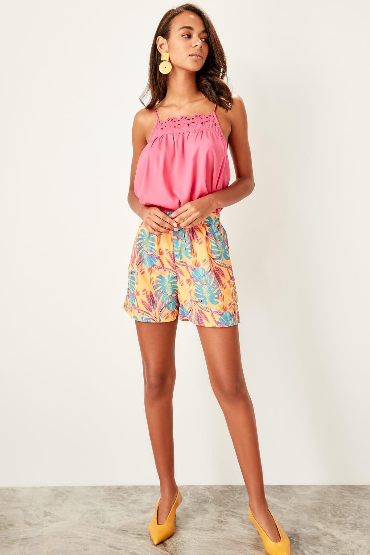 Trendyol Multicolour Flower Print Shorts TWOSS19SR0031