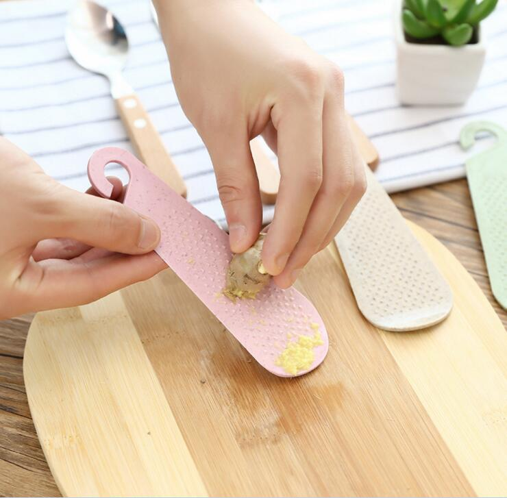 Kitchen Tool Grater Ginger Garlic Wasabi Shredder Grinder Food Mills Garlic Device Grinding Spice Grater Finger rotector 1pc