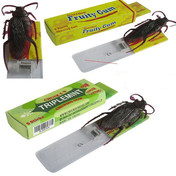 1PCS Personality funny toy simulated chewing gum children scary toys terrorist cockroach Toys  For Children gis chino para chinches