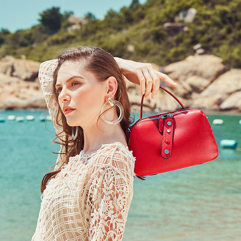 Boston Leather Bag Fashion Women Handbag First Layer Cow Skin Genuine Leather Lovely Red Lips Rivet Shoulder Bags For LadiesBoston Leather Bag Fashion Women Handbag First Layer Cow Skin Genuine Leather Lovely Red Lips Rivet Shoulder Bags For Ladies