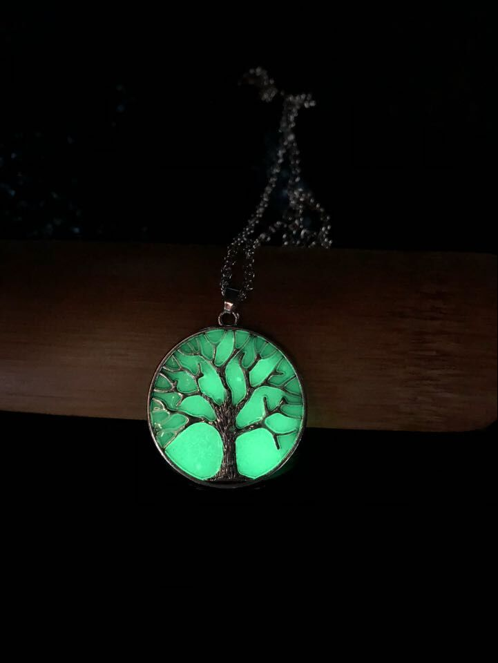 Women Romantic Luminous Tree of Live Pendant Chain Crystal Necklace Fluorescence Stone Nigh Light Fashion Jewelry
