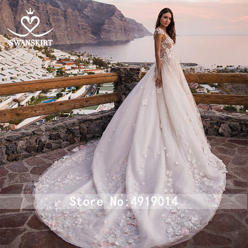 Image 2 - Swanskirt Flowers Ball Gown Wedding Dress 2019 Romantic Appliques backless Beaded Chapel Train Bridal Gown Robe de mariee OZ05-in Wedding Dresses from Weddings & Events