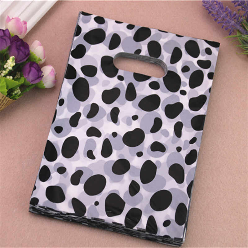 New Style Wholesale 100pcs/lot 15*20cm Milk Cow Design Packaging Gift Bags With Handles Plastic Shopping Bags