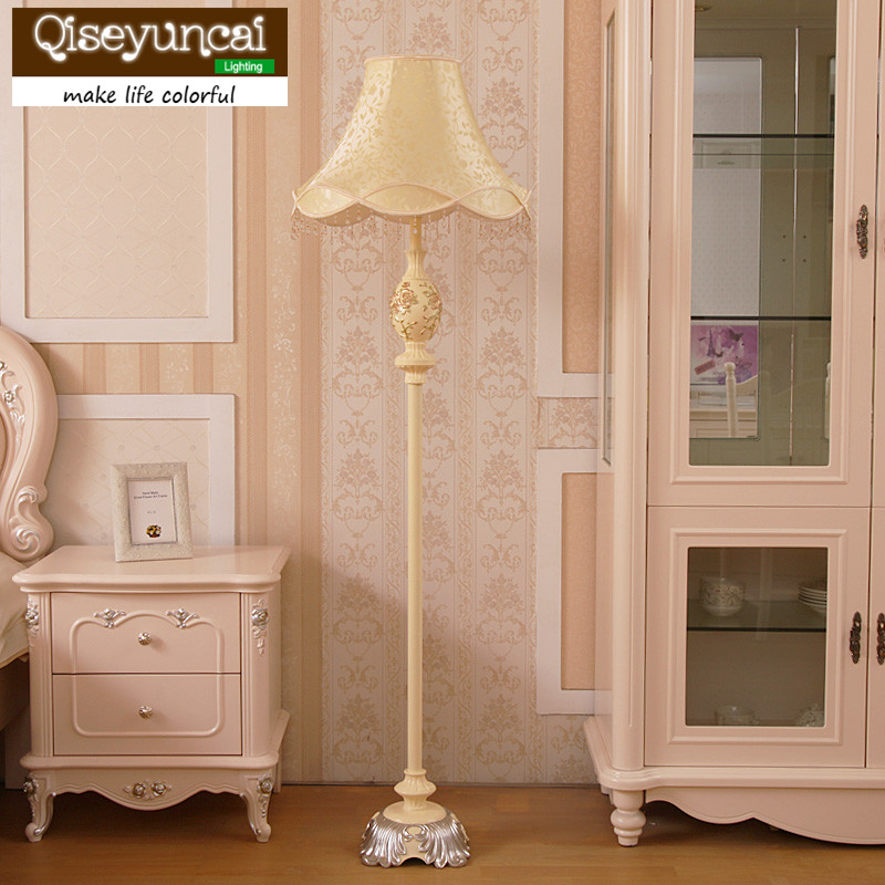Qiseyuncai Nordic living room LED floor lamp creative luxury personality study bedroom bedside table lamp