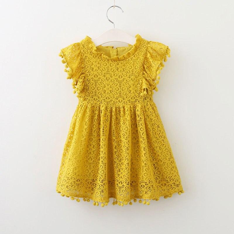 שמלה צהובה אם כל מיני חורים- תחרה