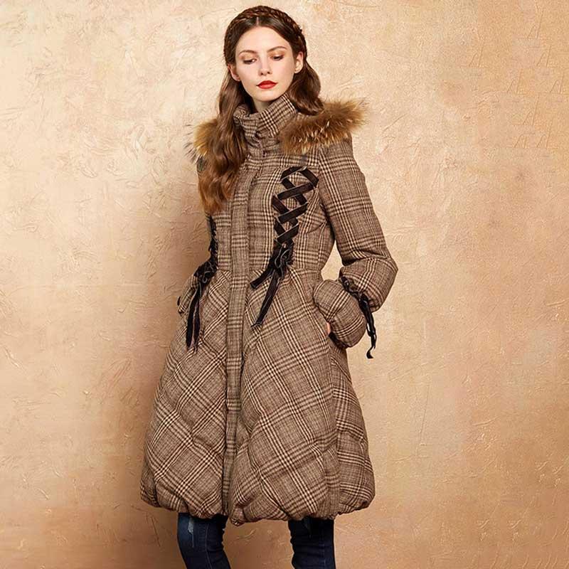 ARTKA 2018 Women's Long   Down   Parka   Coat   With Fur Trim Hood Winter Warm Puffer 90% Duck   Down   Jacket With Fur Collar ZK10079D